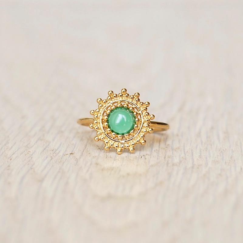 bague or et pierre verte
